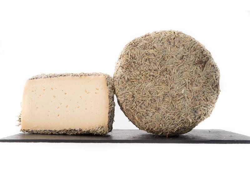 Queso-puro-de-oveja-al-romero-La-Formatjeria-Reus