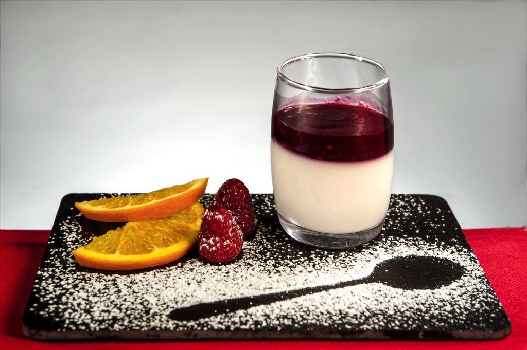 Pannacotta con purea de frutos rojos